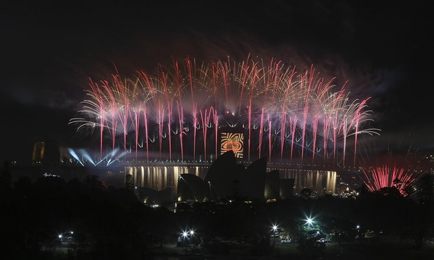 fireworks-explode-sydney-harbour-bridge-during-the-new-year-celebrations-in-sydney-australia-on-tuesday-jan-1-2013