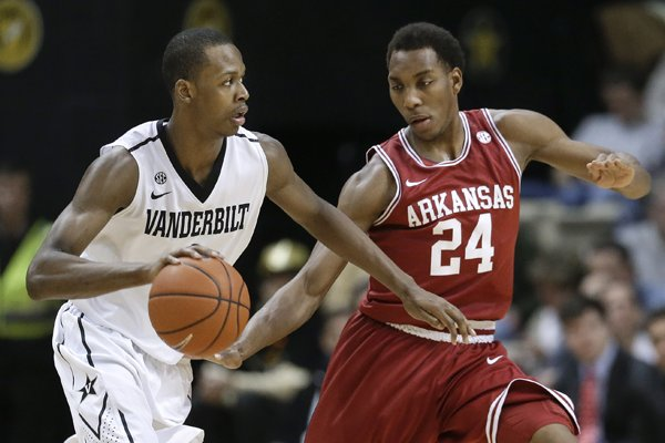 Vanderbilt forward Rod Odom, left, drives against Arkansas guard Michael Qualls (24) during the first half of an NCAA college basketball game Saturday, Feb. 9, 2013, in Nashville, Tenn. (AP Photo/Mark Humphrey)