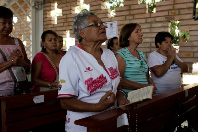 supporters-of-venezuelas-president-hugo-chavez-pray-for-the-ailing-president-at-the-military-hospitals-chapel-in-caracas-venezuela-tuesday-march-5-2013-a-brief-statement-read-on-national-television-by-communications-minister-ernesto-villegas-late-monday-carried-the-sobering-news-about-the-charismatic-58-year-old-leaders-deteriorating-health-villegas-said-chavez-is-suffering-from-a-new-severe-infection-the-state-news-agency-identified-it-as-respiratory