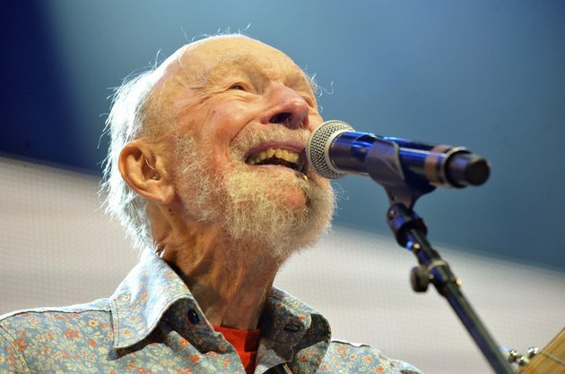 this-sept-21-2013-file-photo-shows-pete-seeger-performing-on-stage-during-the-farm-aid-2013-concert-at-saratoga-performing-arts-center-in-saratoga-springs-ny-the-american-troubadour-folk-singer-and-activist-seeger-died-monday-jan-27-2014-at-age-94