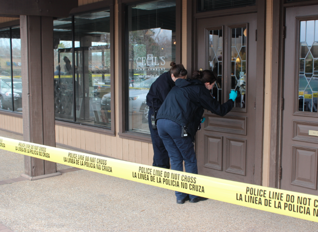 crime-scene-officers-dust-for-prints-after-an-armed-robbery-of-cecils-fine-jewelry-in-little-rock-thursday