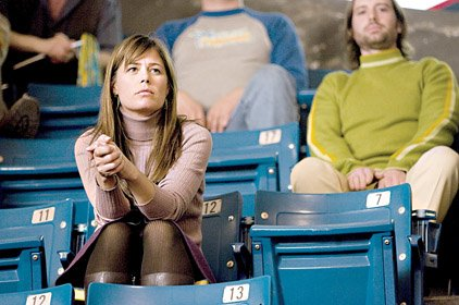 lynn-maura-tierney-is-a-fan-of-the-flint-tropics-basketball-team-in-semi-pro