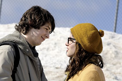 arthur-parkinson-michael-angarano-finds-a-friend-in-lila-raybern-olivia-thirlby-at-his-new-school-in-snow-angels