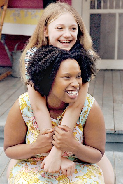 lily dakota fanning finds a friend in ro en jennifer hudson  photo detail