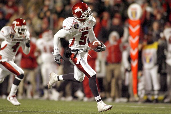 safety-tramain-thomas-5-and-the-arkansas-defense-helped-the-razorbacks-earn-their-first-victory-in-two-seasons-when-scoring-fewer-than-25-points