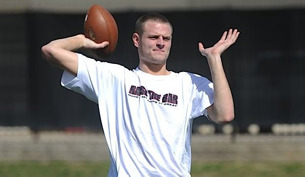 arkansas-quarterback-ryan-mallett-tosses-a-pass-during-the-first-day-of-spring-practice-march-30