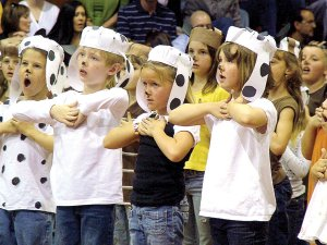 First-grade students (from left) Christopher Roggendorf, Benjamin Gibson, Gracelynn Hissung and Zaelec Harris were among the many students performing Arf!