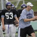 New Fayetteville assistant coach Jeb Huckeba, right, illustrates a certain technique to some of the ...