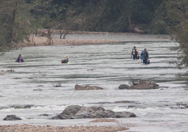 this-june-14-2010-file-photo-shows-search-and-rescue-crews-searching-the-little-missouri-river