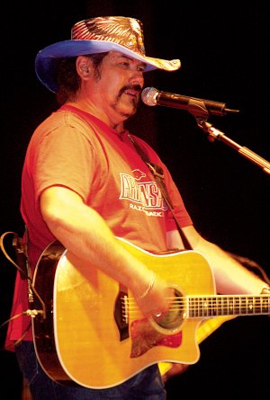 Country musician Buddy Jewell performed on Friday evening.