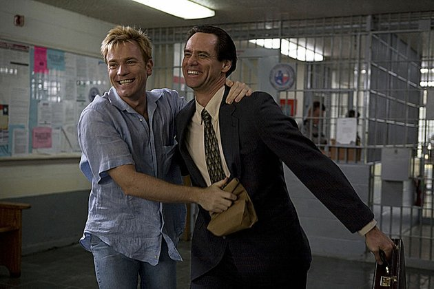 phillip-morris-ewan-mcgregor-finds-a-special-friend-in-steven-russell-jim-carrey-in-the-comedy-i-love-you-phillip-morris