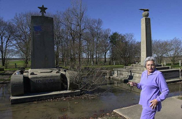 rosalie-gould-is-pictured-a-decade-ago-with-two-memorials-at-rohwer-relocation-center-where-8500-japanese-americans-were-interned-during-world-war-ii-gould-has-given-her-nonpareil-collection-from-the-former-camp-in-desha-county-to-the-butler-center-for-arkansas-studies
