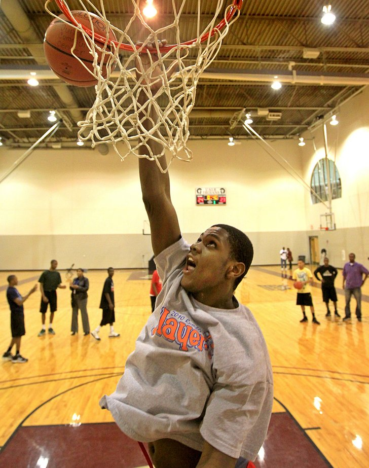 Trey Thompson, of Forest City, works out with his all ...