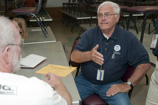 a-fema-official-talks-with-arkansas-storm-victims-on-saturday
