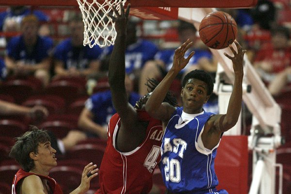 Arkansas Democrat-Gazette/RYAN MCGEENEY --06-22-2011-- Former Searcy Lion Jamal Jones seen here  playing in the Arkansas All Star Boys basketball game in 2011 plans to officially visit Arkansas.
