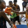 Za-Veon Sysavanh, 3, right, splashes his sister Thaveonanna, 5, left, with a soapy sponge while enga...