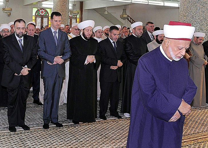 Syrian President Bashar Assad (second from left) joins Eid ...