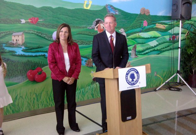 arkansas-head-football-coach-bobby-petrino-along-with-his-wife-make-an-announcement-at-arkansas-childrens-hospital-in-little-rock
