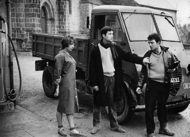 small-town-trollop-marie-michele-meritz-francois-jean-claude-brialy-and-serge-gerard-blain-star-in-french-director-claude-charbrols-seminal-1958-film-le-beau-serge