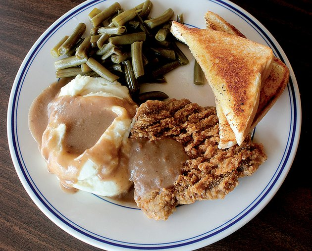 chicken-fried-steak-with-mashed-potatoes-green-beans-and-toast-is-served-at-the-sports-page