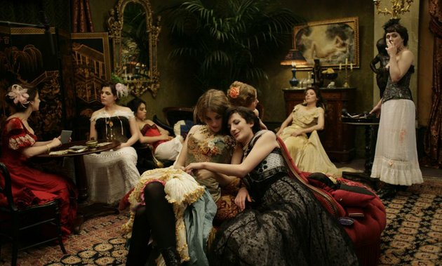 the-sorrowful-decadence-of-a-fin-de-siecle-parisian-brothel-is-the-subject-of-bertrand-bonellos-atmospheric-house-of-pleasures