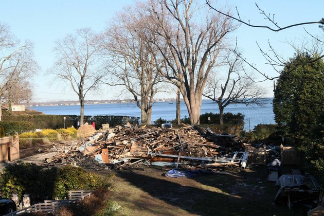 Conn mayor says fire that killed 5 was accidental