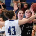 Rogers High's Hannah Davidson, left, and Samantha Warren, center, close in on Morgan Miller of Siloa...