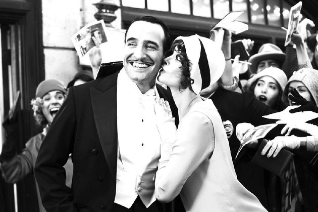 george-valentin-jean-dujardin-and-peppy-miller-berenice-bejo-meet-in-the-last-days-of-silent-pictures-in-michel-hazanavicius-love-letter-to-old-hollywood-the-artist