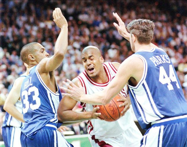 arkansas-corliss-williamson-center-drives-between-dukes-grant-hill-left-and-cherokee-parks-during-the-1994-ncaa-championship-game-in-charlotte-nc-we-had-a-team-full-of-guys-who-accepted-their-roles-and-played-those-roles-to-their-best-of-their-ability-williamson-said