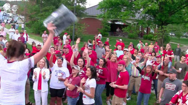 petrino-supporters-at-a-rally-monday