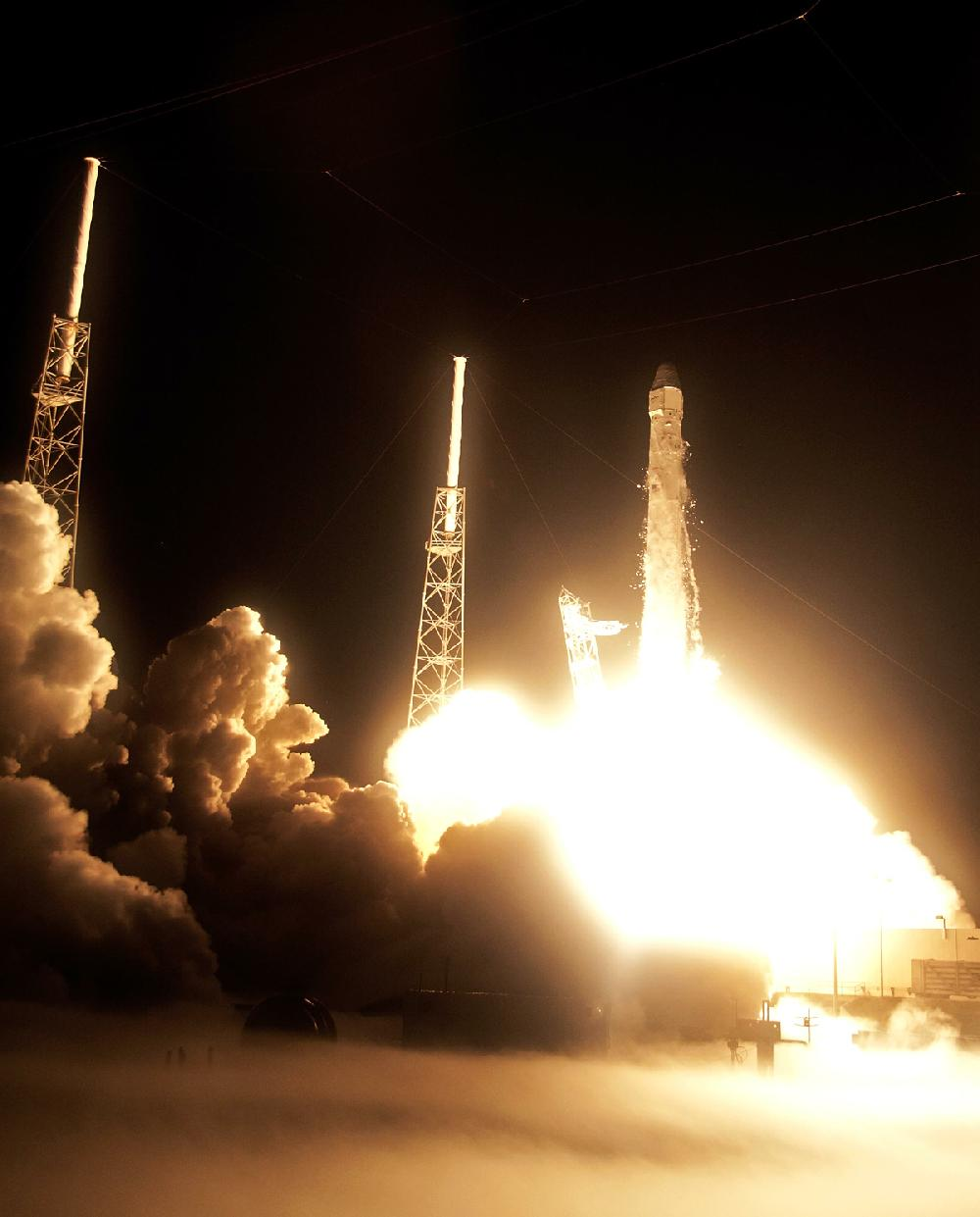 After delay, private rocket lifts off
