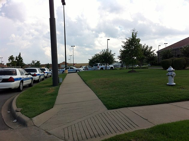 north-little-rock-police-respond-to-a-bank-robbery-at-the-bank-of-the-ozarks-branch-on-east-mccain-boulevard