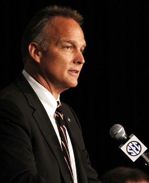 Georgia Coach Mark Richt didn't have to rebuild his defense after nine starters opted to return to the Bulldogs instead of enter the NFL Draft.