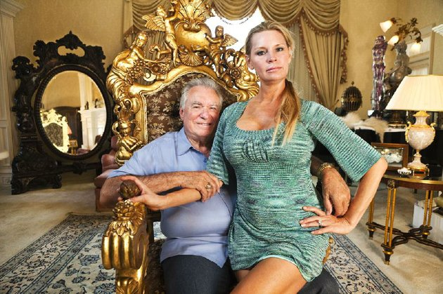 david-and-jackie-siegel-attempt-to-build-the-largest-private-residence-in-the-country-in-lauren-greenfields-the-queen-of-versailles