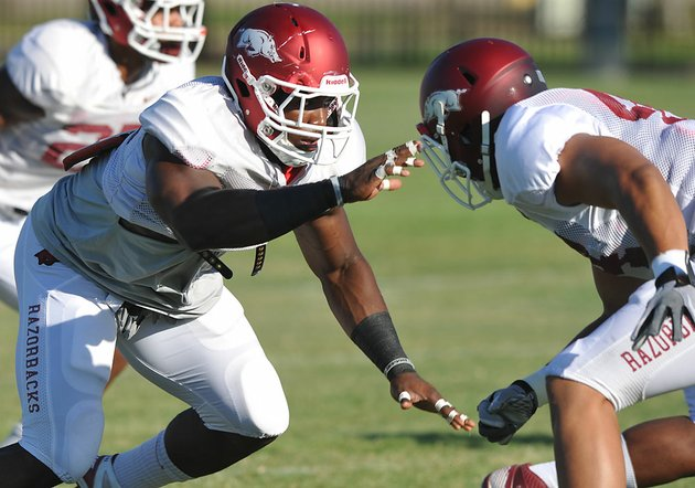 university-of-arkansas-defensive-end-chris-smith-runs-drills-aug-6-in-fayetteville