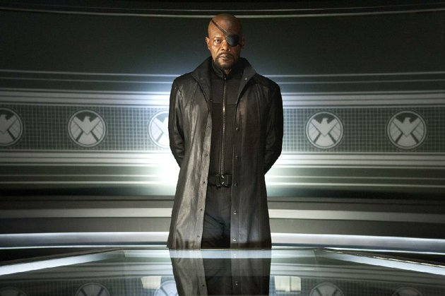 shield-director-nick-fury-samuel-l-jackson-assembles-a-group-of-superheroes-to-defend-the-world-from-an-extraterrestrial-norse-deity-in-the-avengers
