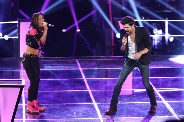 beebe-native-cody-belew-right-battles-domo-during-a-recent-episode-of-nbcs-the-voice-the-duo-sang-lady-gagas-telephone-in-the-battle-round-and-belew-was-selected-as-the-winner