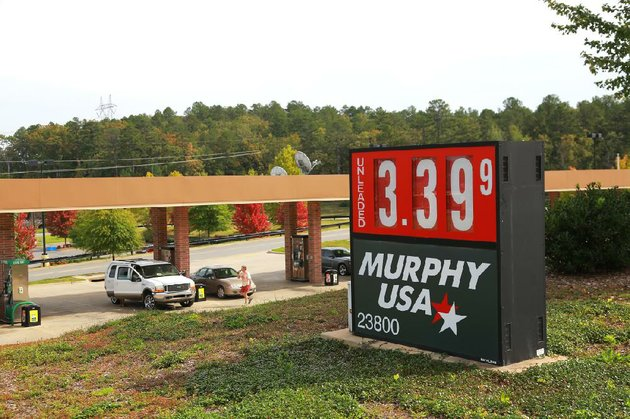 motorists-fill-up-tuesday-at-the-murphy-oil-usa-station-at-23800-chenal-parkway-in-little-rock
