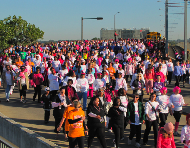 komen-racers-cross-the-main-street-bridge-saturday-morning