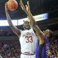 NWA Media/ MICHAEL WOODS --11/02/2012 -- University of Arkansas forward Marshawn Powell goes up for ...