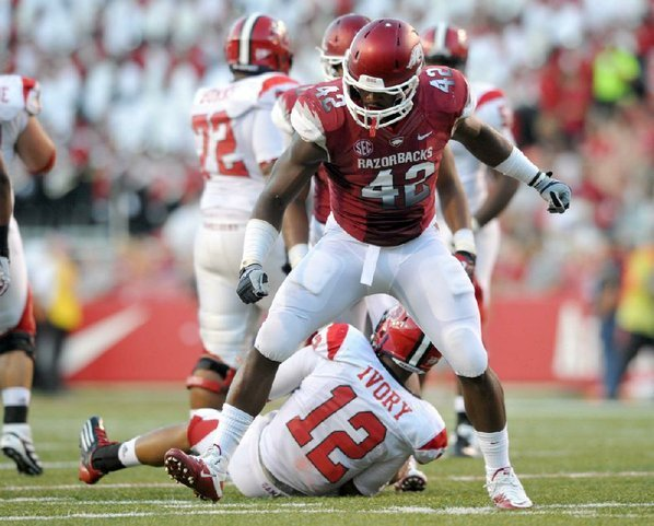Arkansas defensive end Chris Smith ...