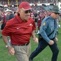 NWA Media/ MICHAEL WOODS --11/10/2012-- John L Smith runs off the field following Arkansas' 38-20 lo...
