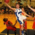 Keifer Holt, Rogers High, shoots Feb. 14 against Rogers Heritage in Kings Arena at Rogers High Schoo...