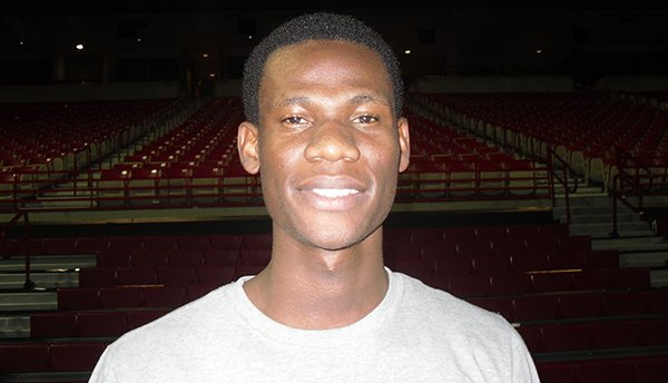 Moses Kingsley signed Thursday with Arkansas.