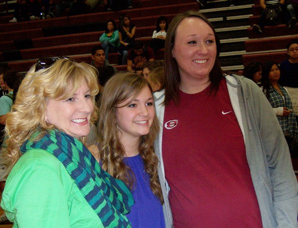 Anna Holcomb, center, a Springdale ...