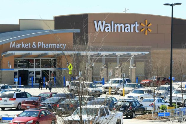 the-wal-mart-supercenter-at-shackleford-crossing-shopping-center-in-little-rock