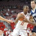 NWA Media/ANDY SHUPE -- Arkansas sophomore guard BJ Young, center, drives to the lane past Longwood ...