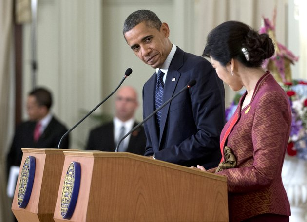 us-president-barack-obama-center-and-thai-prime-minister-yingluck-shinawatra-acknowledge-each-other-at-a-joint-news-conference-at-the-government-house-in-bangkok-thailand-sunday-nov-18-2012