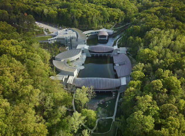 designed-by-moshe-safdie-the-multiple-buildings-of-crystal-bridges-museum-nestle-seamlessly-into-the-ozark-landscape