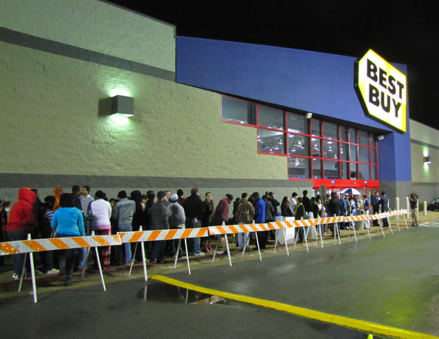 a-large-crowd-of-shoppers-waits-in-front-of-best-buy-thursday-night-for-a-black-friday-sale-set-to-begin-at-midnight
